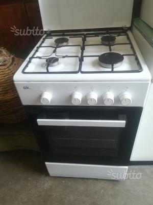 Cucina a gas 4 fuochi con forno, in garanzia