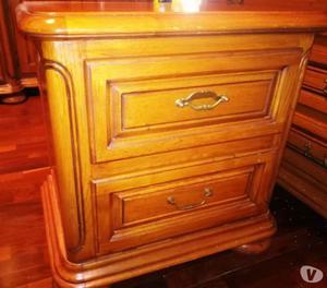 Camera matrimoniale completa in legno massello castagno