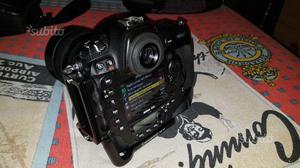 Nikon D4S con staffa SUNWAYFOTO