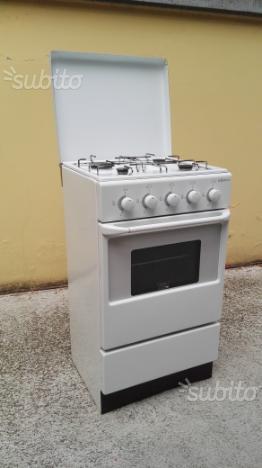 Cucina 4 fuochi e forno a GAS
