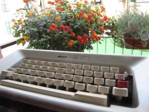 Macchina da Scrivere Olivetti Lettera 45 i colore bianco e