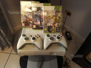 Xbox 360 con giochi e 2 joystick