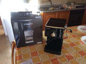 Macchinetta del caffè espresso e cappuccino