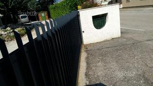 Cancello carraio in ferro semichiuso
