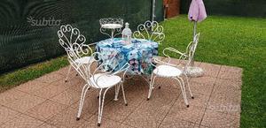 Tavolo da giardino + 4 sedie +fioriera