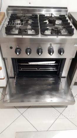 Cucina professionale a gas 4 fuochi con forno