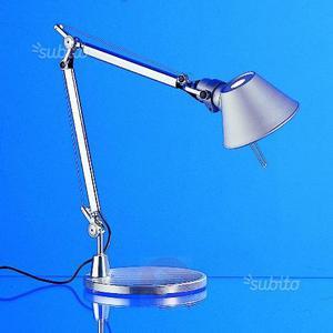 Artemide lampada tolomeo da tavolo