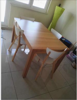 Tavolo in legno allungabile con quattro sedie