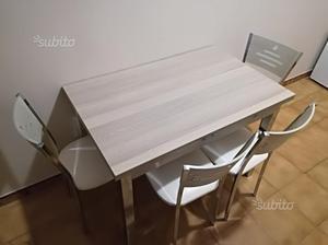 Tavolo allungabile con sedie nuovo