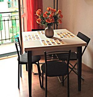 Tavolo in legno laccato allungabile