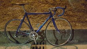 Bici corsa viner moderna leggera