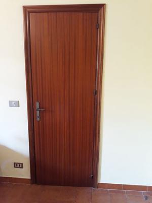 vendo porte interne in legno color noce