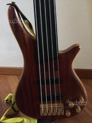 Basso fretless 5 corde