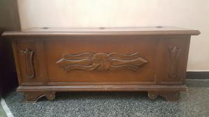 Cassapanca in legno intarsiato