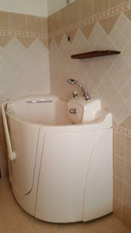 vasca da bagno con ingresso laterale