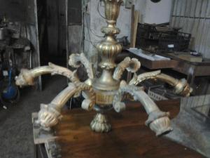 Lampadario in legno