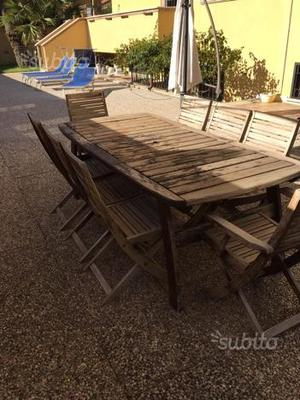 Tavolo da giardino con otto sedie