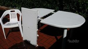 Tavolo da giardino con sedie