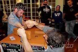 Tavolo regolamentare braccio di ferro