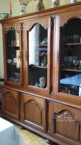 Mobile vetrina in pregiato legno massiccio e vetr