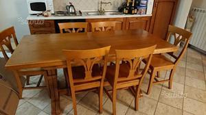 Tavolo in legno allungabile con 6 sedie