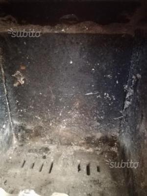 Stufa carbone e legna in ghisa argo posot class for Stufa argo