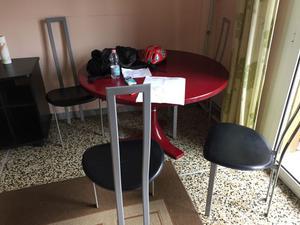 Vendesi tavolo rotondo con set 4 sedie