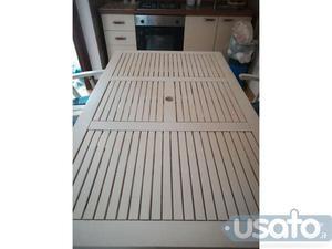 Annuncio Tavolo bianco in legno con 4 sedie