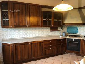 Cucina in legno noce come nuova