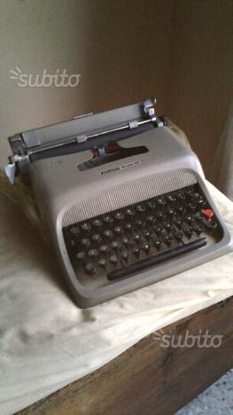Macchina da scrivere Olivetti Studio 44 - anni '50