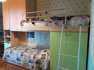 Cameretta da letto per bambini con 3 posti letto