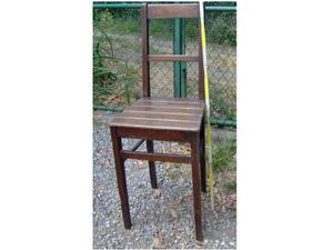 Antica sedia in legno di noce