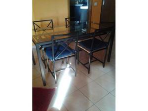 Tavolo e quattro sedie