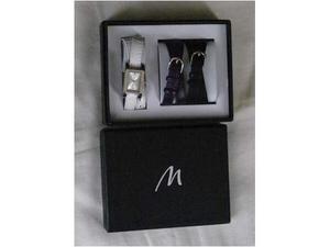 Orologio e 2 cinturini in confezione