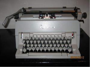 Macchina da scrivere Olivetti Linea 98.