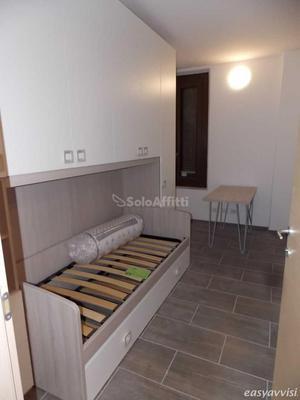 Stanza - in appartamento a centro storico, novara, provincia