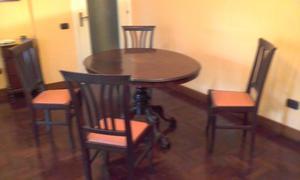 Sedie in legno con sedile in pelle color panna </p>                     </div>   <!--bof Product URL --> <!--eof Product URL --> <!--bof Quantity Discounts table --> <!--eof Quantity Discounts table --> </div>                        </dd> <dt class=