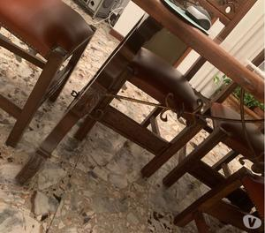 Mobile in legno massello stile spagnolo con tavolo e sedie