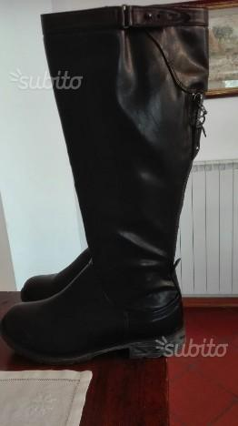 Stivali da donna colore nero