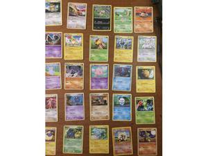 Lotto 100 carte pokemon comuni e non comuni