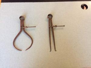 2 antichi compassi in ferro epoca fine 800 primi 900