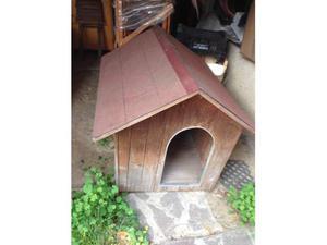 Cuccia in legno per cane di taglia medio/grande