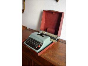 Macchina da scrivere Olivetti Studio 44 con custodia