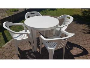 Tavolo da giardino e 4 sedie