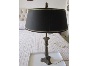 Lume base metallo lavorato con cappello 2 luci -alte-