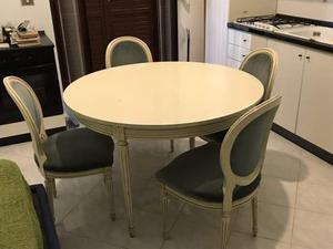 Tavolo da pranzo rotondo con 4 sedie