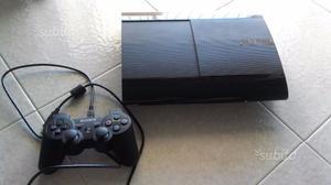 Playstation 3 slim con giochi e un joystick