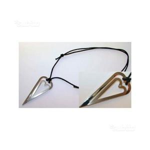 Collana/laccetto con pendente in acciao e diamante