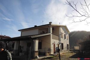 Vendita villa bilfamiliare con terrazzo e giardino,