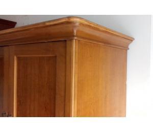 Vecchio armadio dispensa in legno abete